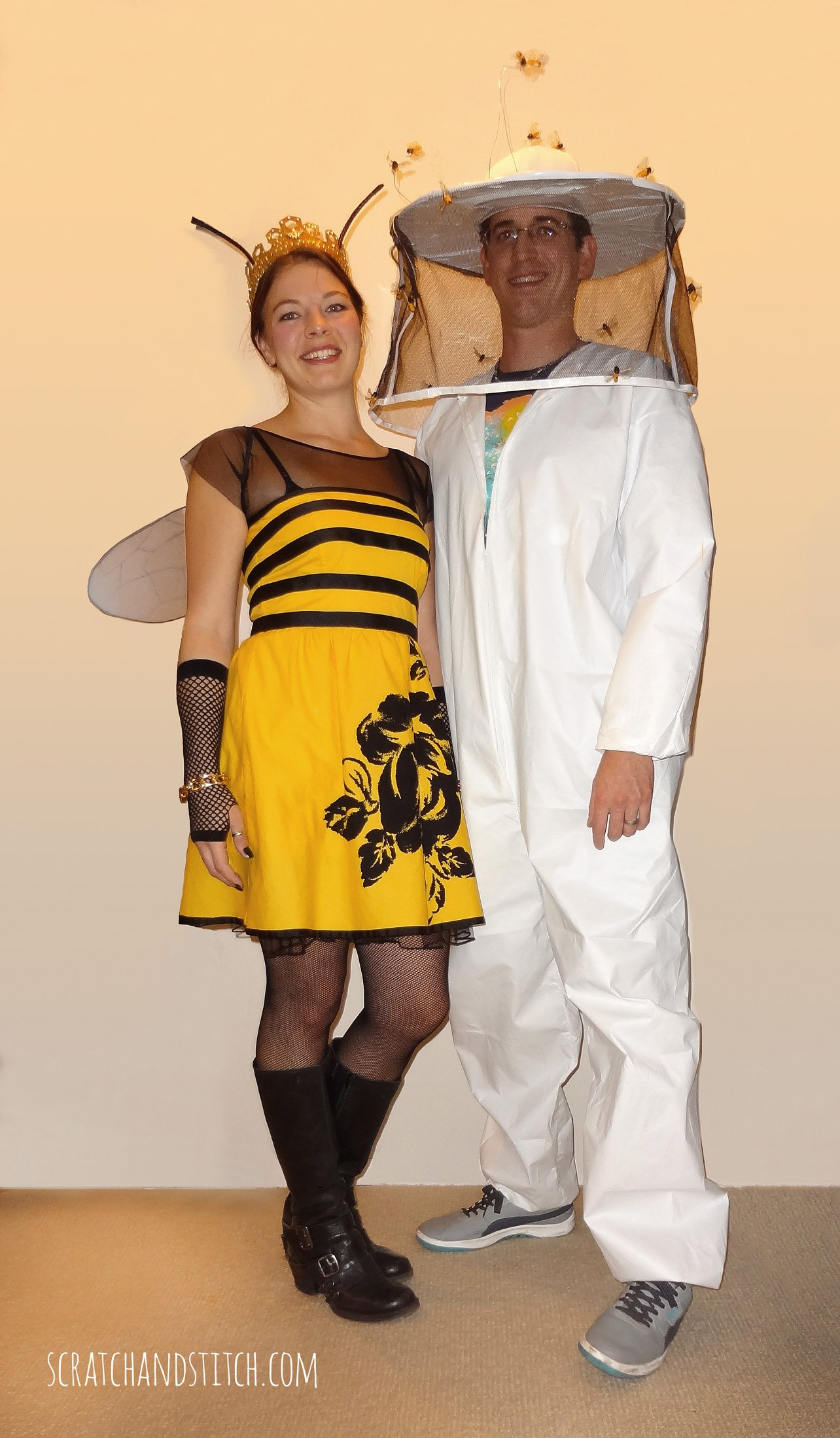 Queen Bee and Beekeeper Couple Costumes  sc 1 st  Scratch and Stitch & Couples Halloween Costumes